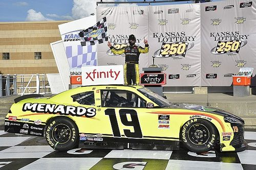 Jones denies Cindric fourth straight win in OT thriller at Kansas