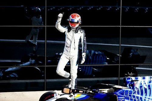Russell, Mercedes'e geçse bile takımın önlerde olma garantisi olmadığını düşünüyor