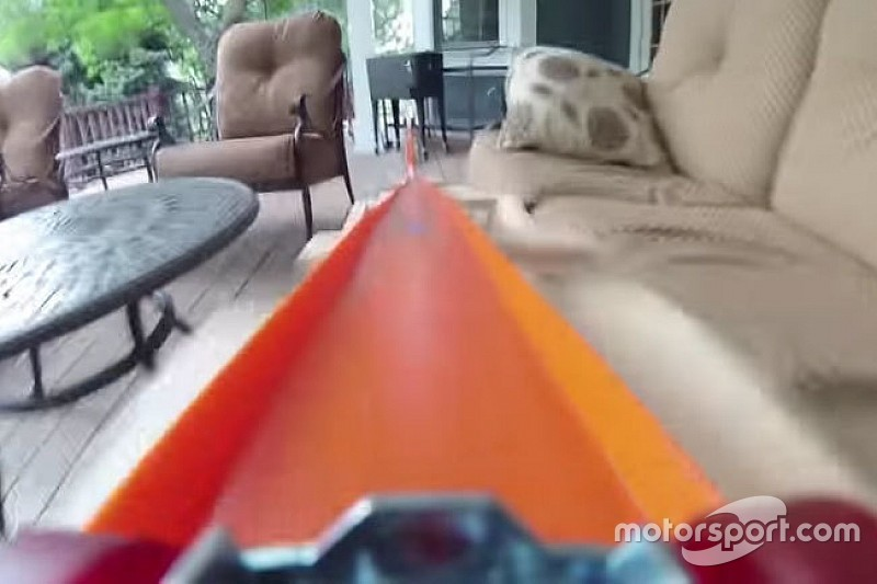 Video: Hot-Wheels-Strecke im Garten