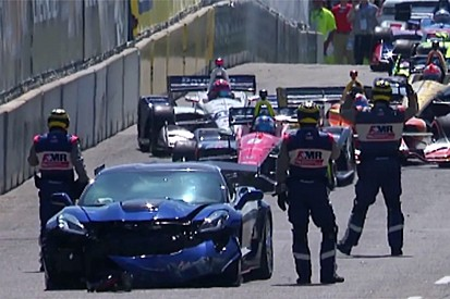 VIDEO: Accidente del Pace Car pospone inicio de la carrera