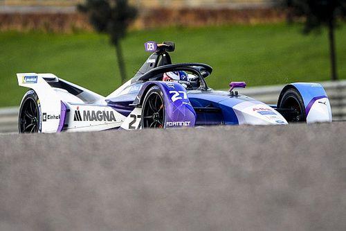 Деннис на BMW выиграл квалификацию Формулы Е с помощью подсыхающей трассы