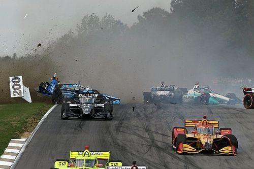 VIDEO: Nieuw IndyCar-seizoen van start met enorme startcrash