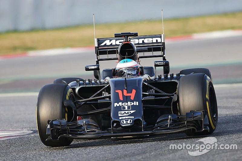 Alonso sufre problemas técnicos en la mañana