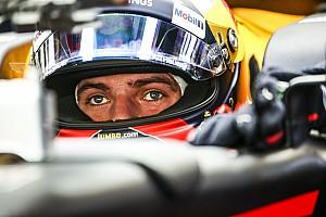 Fórmula 1 Conteúdo especial Vídeo: Verstappen mostra pintura de capacete para 2018