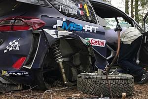 WRC Noticias de última hora Ogier chocó contra un árbol en Finlandia