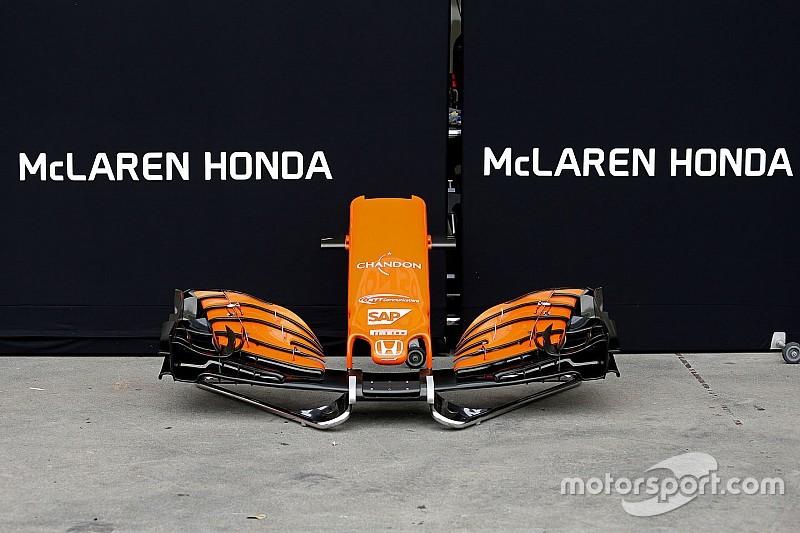 Гонщики пошутили над моторами Honda в присутствии Алонсо