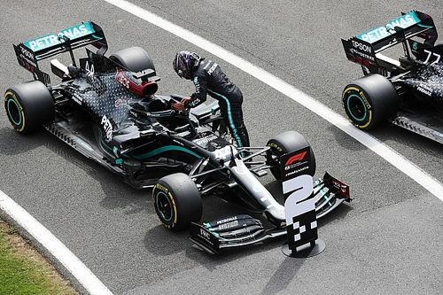 Hamilton lamenta 'derrota' e destaca Bottas após perder a pole
