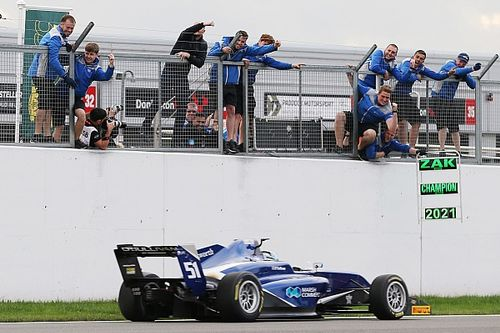 O'Sullivan secures GB3 title with victory at Donington