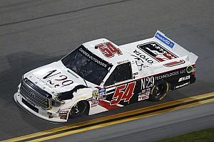 Lángoló kocsival ért véget Decker debütálása a NASCAR-ban (videó)