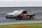 NASCAR Cup Truex gana la etapa 1 en New Hampshire