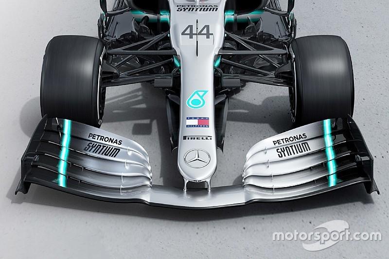 Слайдер: порівняння нової й торішньої машин Mercedes