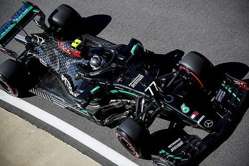 Bottas blijft Hamilton voor in eerste training, Verstappen derde
