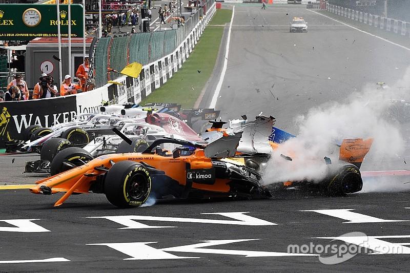Фото: завал на старте Гран При Бельгии