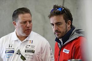 IndyCar Noticias de última hora La frenética aventura de Alonso: del F1 al avión y del avión al IndyCar