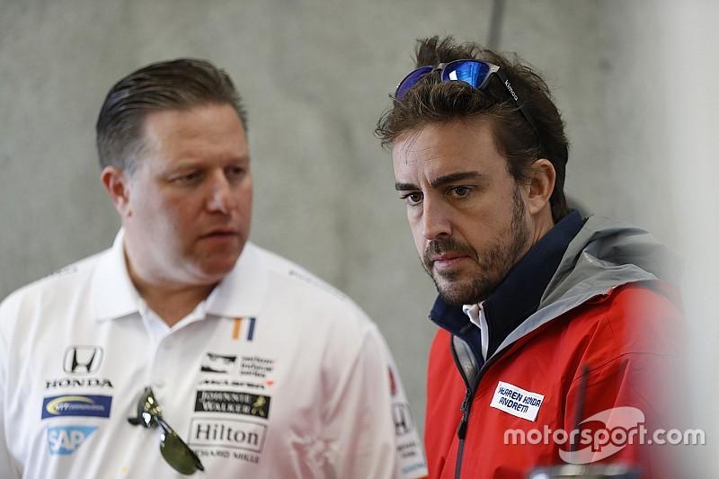 La frenética aventura de Alonso: del F1 al avión y del avión al IndyCar