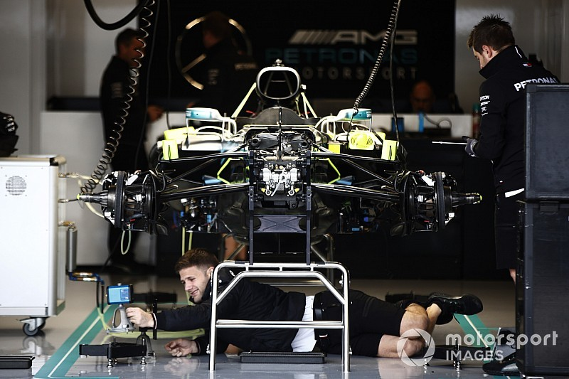Mercedes change une pièce sur ses F1 suite à un problème