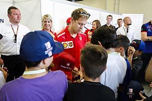 Vettel egyszerűen félredobta a srác mercedeses sapkáját: videón a jelenet