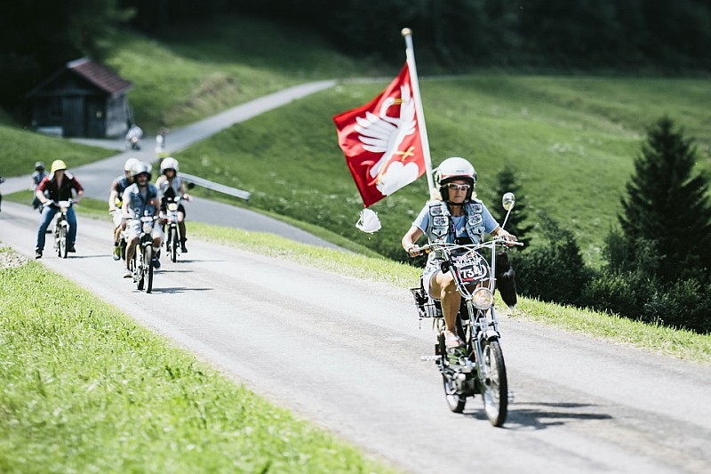 A 30 km orari sui passi alpini: il leggendario Töffli-Event ritorna a Sarnen