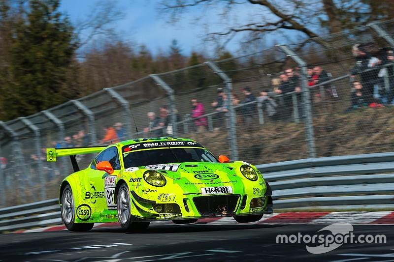 VLN-Auftakt 2017: Porsche siegt auf der Nordschleife