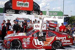 NASCAR XFINITY Noticias de última hora Dramático triunfo de Denny Hamlin en  Xfinity