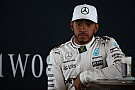 Hamilton pede mais liberdade nas mídias sociais para pilotos