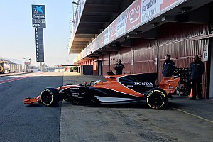 McLaren: Alonso porta in pista la MCL32 per il filming day
