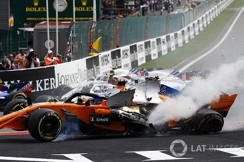 360 fokos videón, ahogy Alonso átrepül Leclerc felett