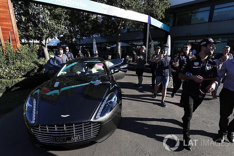 Ріккардо приїхав у Сільверстоун на камуфльованому Aston Martin