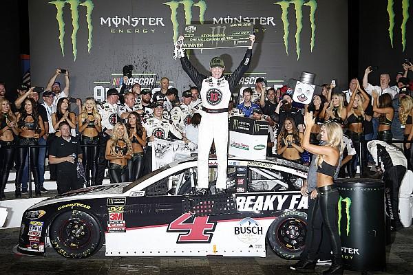 NASCAR Sprint Cup Crónica de Carrera Harvick vence a Daniel Suárez y le gana un millón de dólares