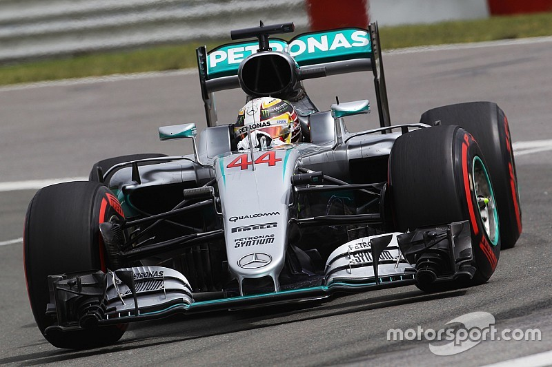 Mercedes: Times tumble on opening day in Montreal