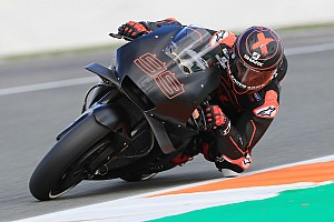 Lorenzo sale a pista con la Honda en Cheste