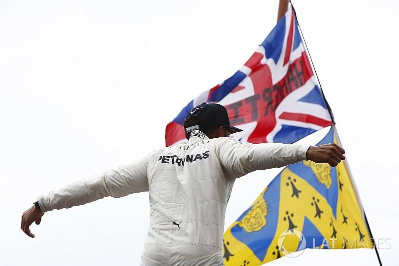Hamilton beérte Schumachert és Ascarit