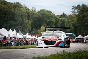 Heuvelklim Special feature In beeld: Sébastien Loeb herenigd met de Peugeot 208 T16 Pikes Peak