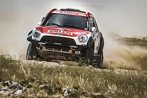 كروس كاونتري تقرير المرحلة رالي قطر الصحراوي: برزيغونسكي وساندرلاند في صدارة فئتي السيارات والدراجات النارية في المرحلة الثانية