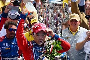 IndyCar Últimas notícias VÍDEO: Na TV, japoneses vão à loucura com vitória de Sato