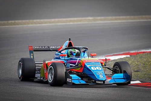 Karkosik zadebiutował w Formule Renault
