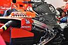 Formule 1 Motor Vettel onbeschadigd na startcrash in Singapore