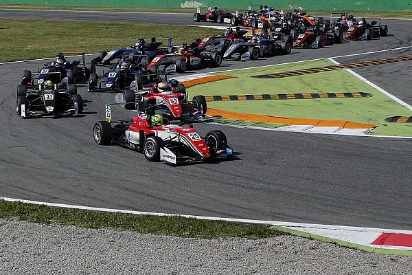 """Chefe elogia início de Mick Schumacher na F3: """"Estou feliz"""""""