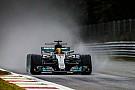 Hamilton dribla chuva e se torna maior pole da história