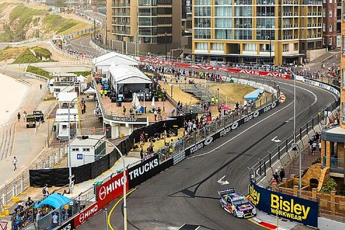 Newcastle Supercars: Whincup sets Friday pace