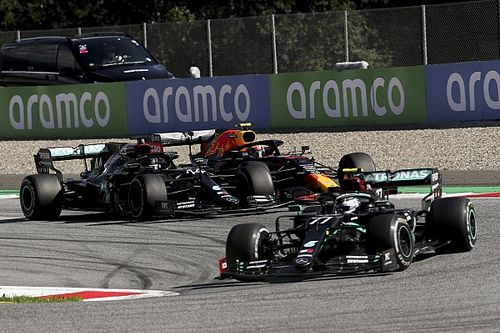 Poll: Meningen verdeeld over incident Hamilton en Albon