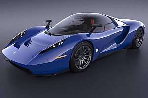 Automotive Breaking news SCG 004S unveiled: 650 hp, central driver's seat, gated shifter