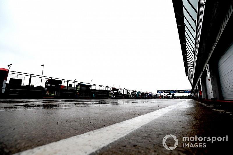 إعادة تعبيد حلبة سيلفرستون من جديد قبل سباقَي الفورمولا واحد والموتو جي بي