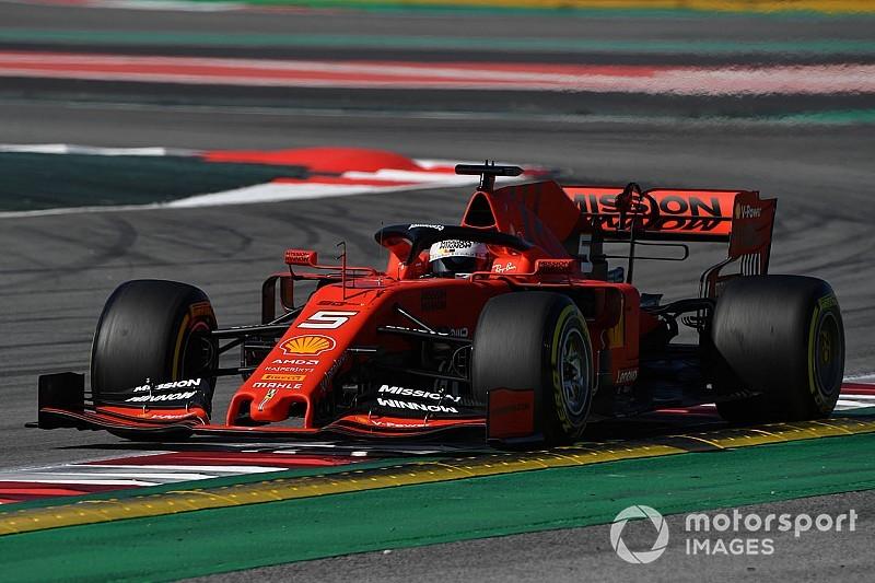 Vettel salue une Ferrari