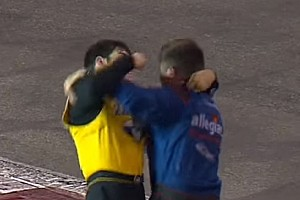 NASCAR Kamyon Serisi'nde yumruk yumruğa kavga!