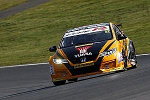 BTCC Race report Brands Hatch BTCC: Shedden beats Tordoff to win title