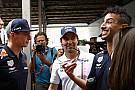 """Villeneuve alfineta: """"Verstappen não é bom como Ricciardo"""""""