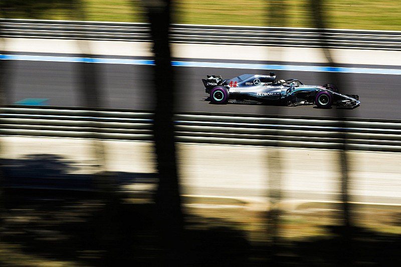 Hamilton-dominancia a Francia Nagydíj második szabadedzésén