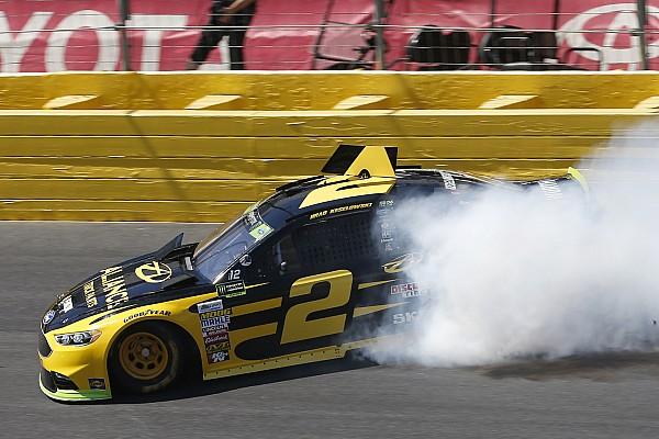 Видео: сумасшедший «сейв» пилота NASCAR
