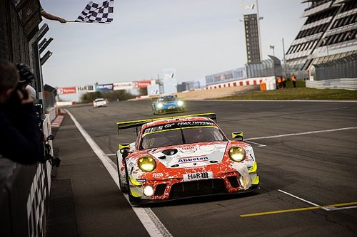 24h Nurburgring: 1-2 Porsche-Frikadelli nella Qualification Race